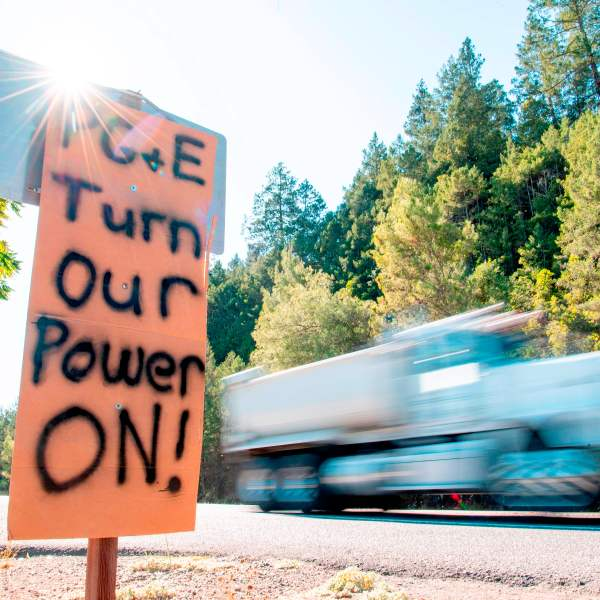 A sign calling for PG&E to turn the power back on is seen on the side of the road during a statewide blackout in Calistoga, Calif., on Oct. 10, 2019. (Credit: JOSH EDELSON/AFP via Getty Images)