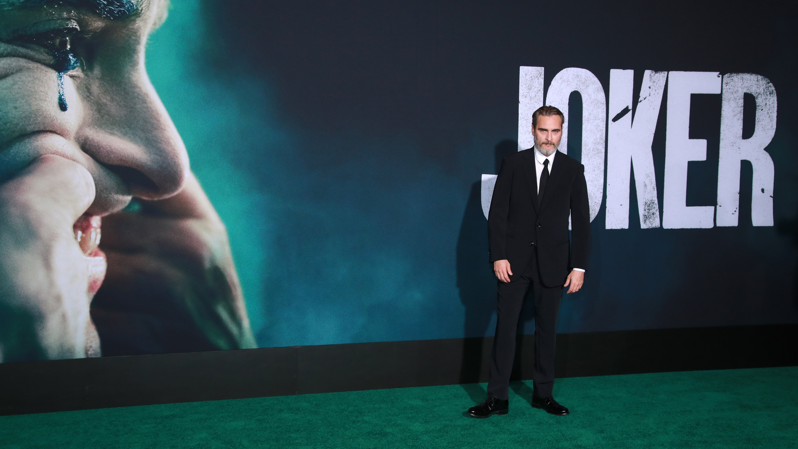 """Joaquin Phoenix attends the premiere of Warner Bros Pictures """"Joker"""" on Sept. 28, 2019 at the ArcLight Cinemas in Hollywood. (Credit: Rich Fury/Getty Images)"""