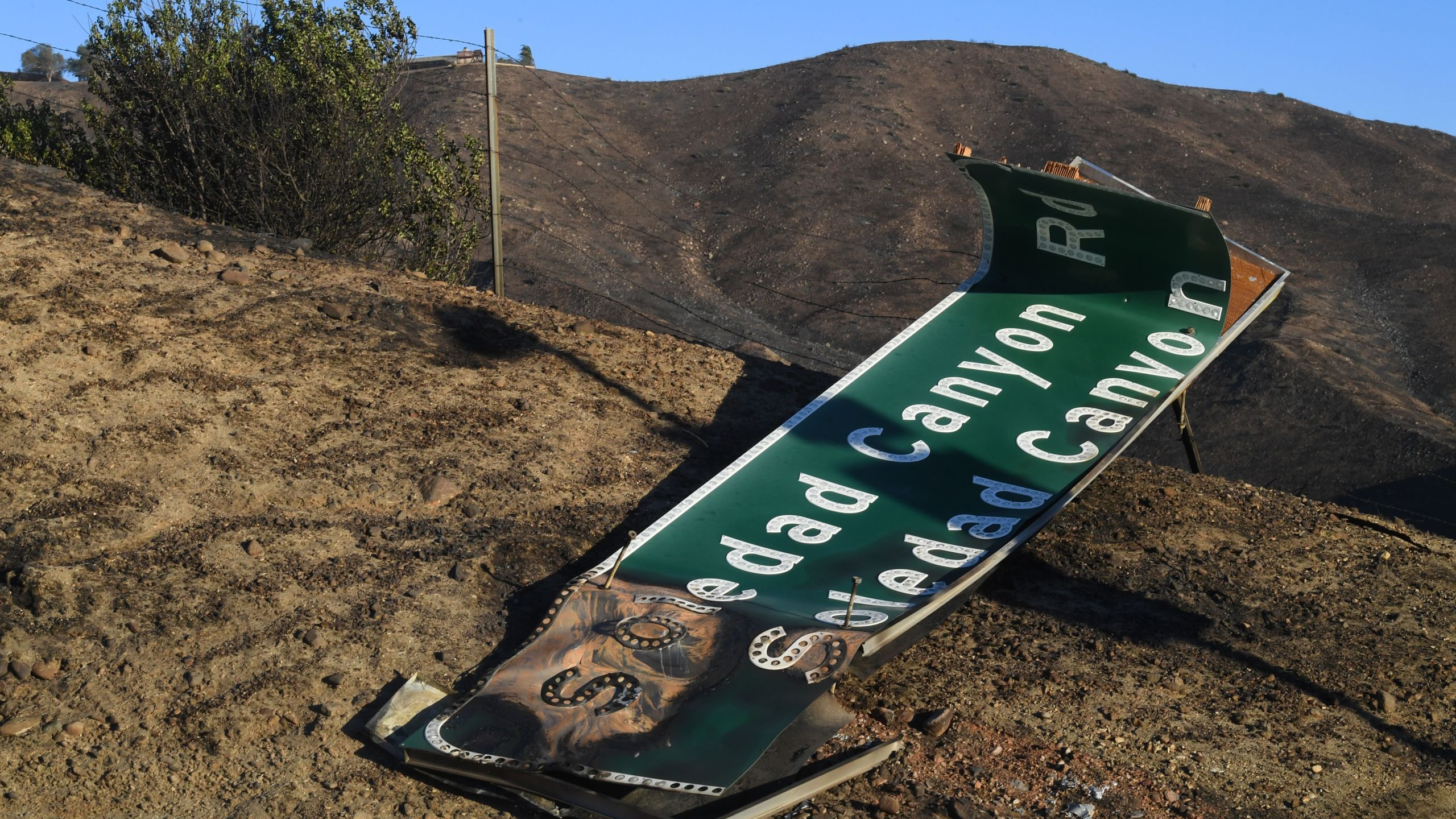 Fire damage to the 14 Freeway in Agua Dulce is seen during the Tick Fire on Oct. 25, 2019. (Credit: Mark Ralston / AFP / Getty Images)