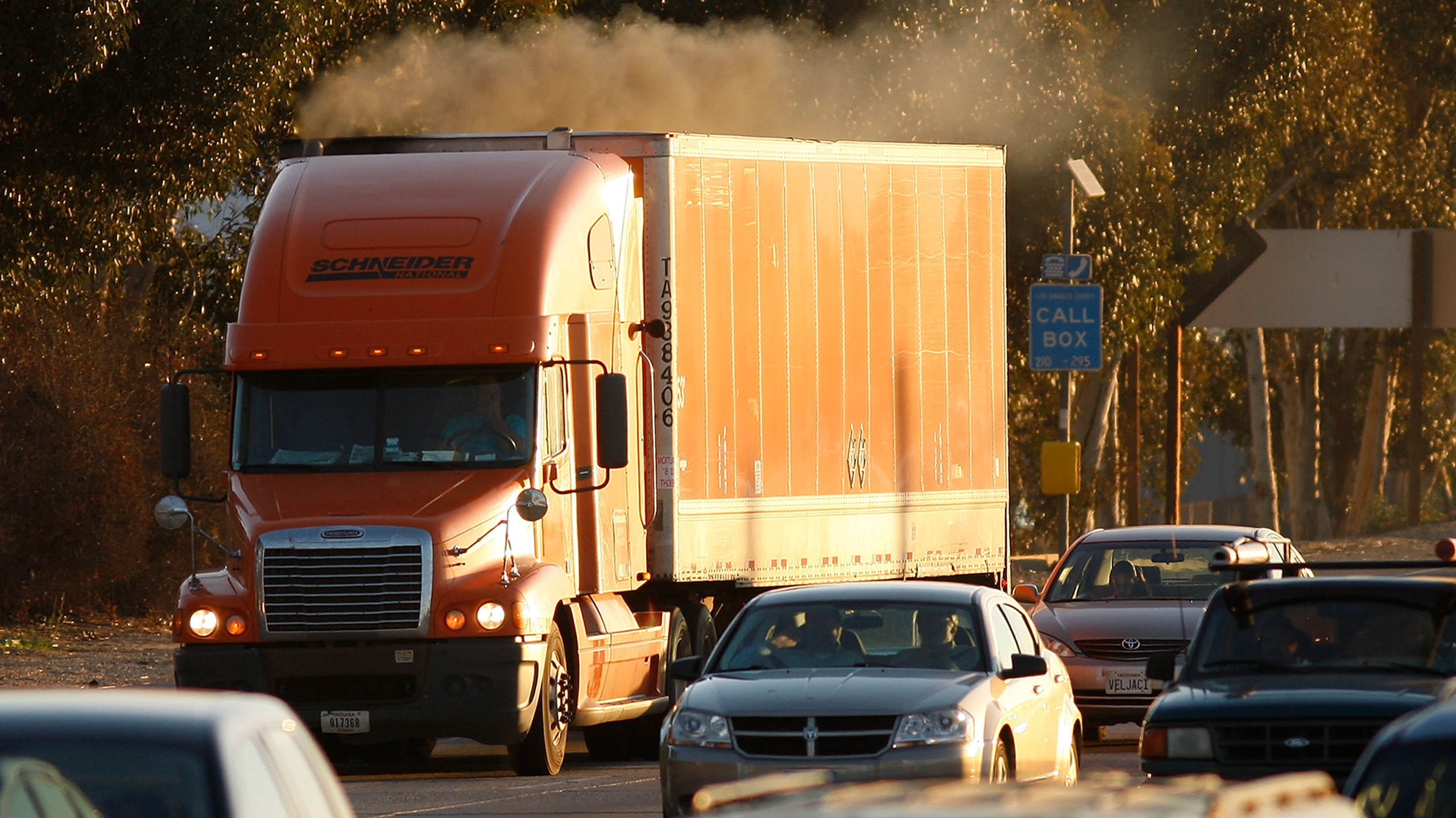 Diesel smoke spews from a truck as morning commuters travel the 210 freeway between Los Angeles and cities to the east on Dec. 1, 2009. (Credit: David McNew/Getty Images)