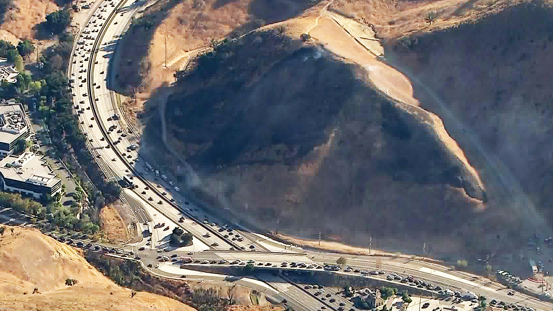 10 Acre Oak Fire Prompts Closure Of 101 Freeway Ramps In Calabasas Ktla