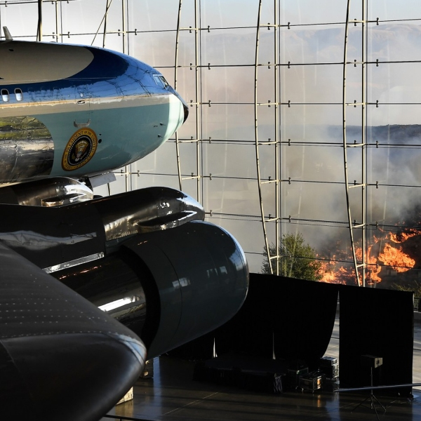 President Ronald Reagan's Air Force One sits on display at the Regan Library as the Easy Fire burns in Simi Valley on Oct. 30, 2019. (Credit: Wally Skalij / Los Angeles Times)