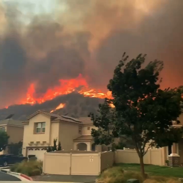 Residents flee their homes in the Canyon Country area as the Tick Fire closes in on Oct. 24, 2019. (Credit: Caleb Lunetta/The Signal/SignalSCV.com)