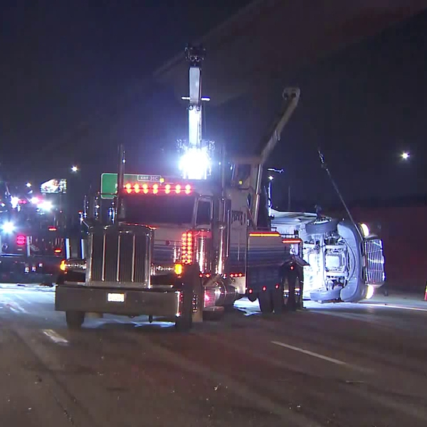 An overturned big rig shut down the eastbound lanes of the 10 Freeway near the 605 Freeway on Nov. 6, 2019. (Credit: KTLA)