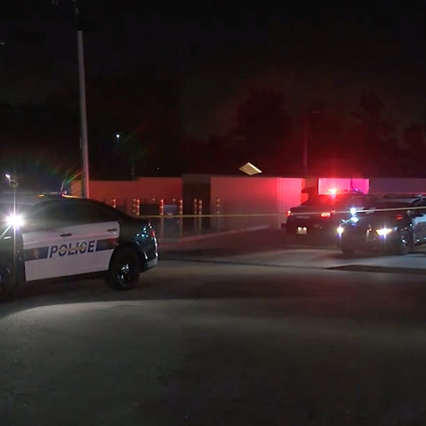 Police respond to investigate after a shooting at a mall in Bakersfield on Nov. 25, 2019. (Credit: KGET)