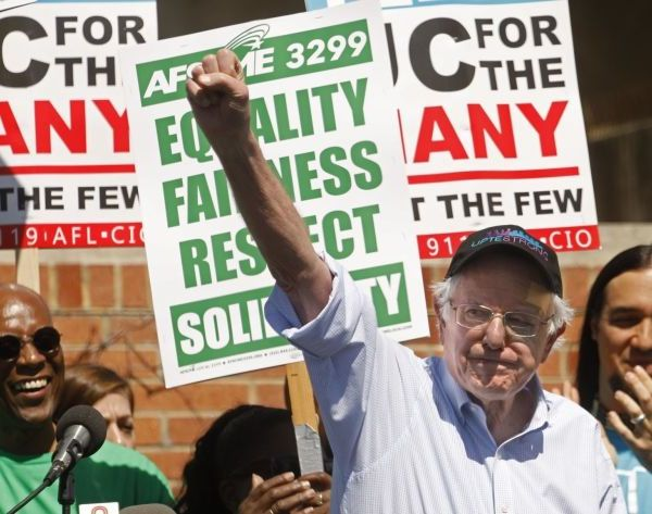 Sen. Bernie Sanders joins workers during a one-day strike at UCLA on March 20, 2019.(Credit: Genaro Molina / Los Angeles Times)