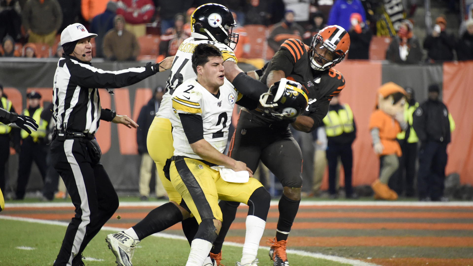 Quarterback Mason Rudolph of the Pittsburgh Steelers fights with defensive end Myles Garrett of the Cleveland Browns during the second half at FirstEnergy Stadium on Nov. 14, 2019 in Cleveland, Ohio. (Credit: Jason Miller/Getty Images)