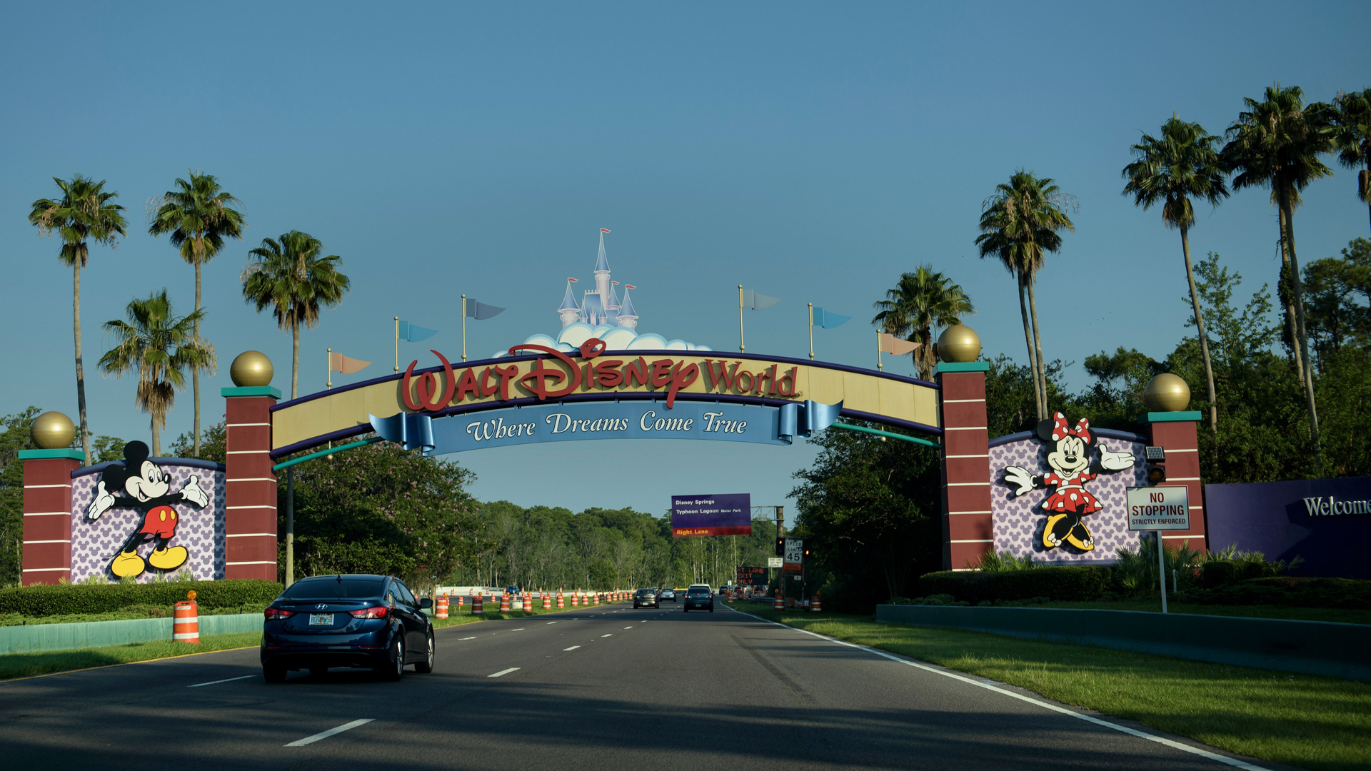 The entrance to the Walt Disney World theme park is seen June 15, 2016 in Orlando, Florida. (Credit: BRENDAN SMIALOWSKI/AFP via Getty Images)