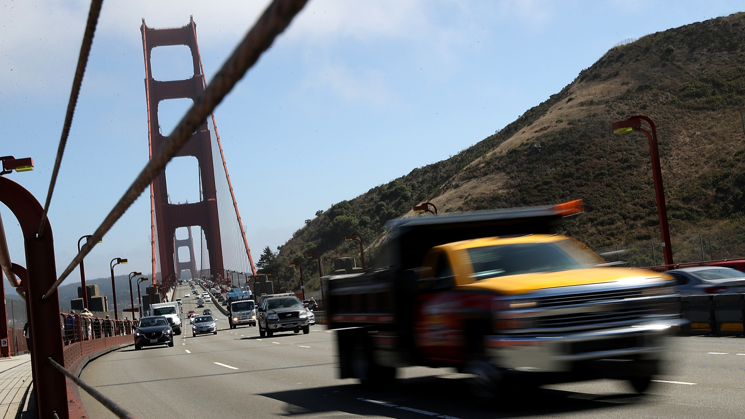 Cars drive over the Golden Gate Bridge on Aug.2, 2018 in Sausalito. (Credit: Justin Sullivan/Getty Images)