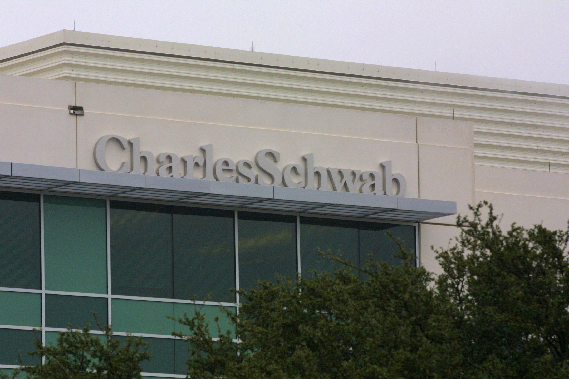 A Charles Schwab sign hangs on the side of the building January 12, 2001 in Austin, Texas. (Credit: Joe Raedle/Newsmakers via Getty Images)