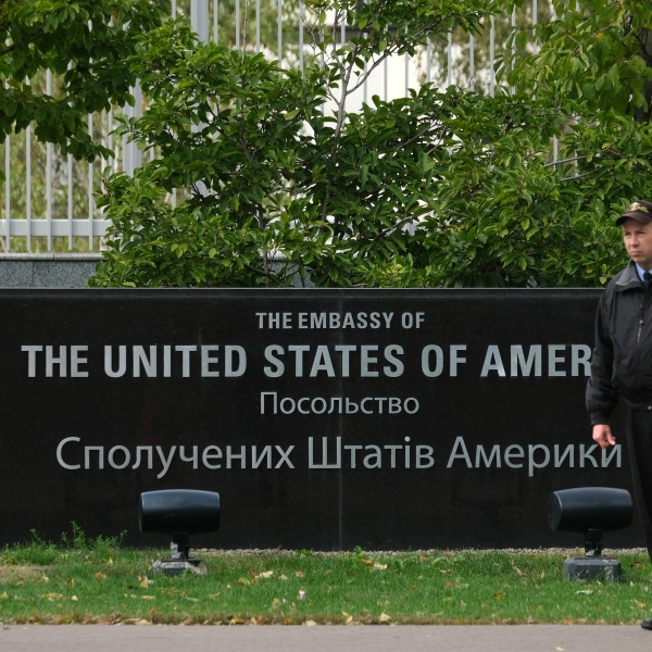 A security guard stands outside the embassy of the United States of America on Oct. 1, 2019 in Kiev, Ukraine. (Credit: Sean Gallup/Getty Images)