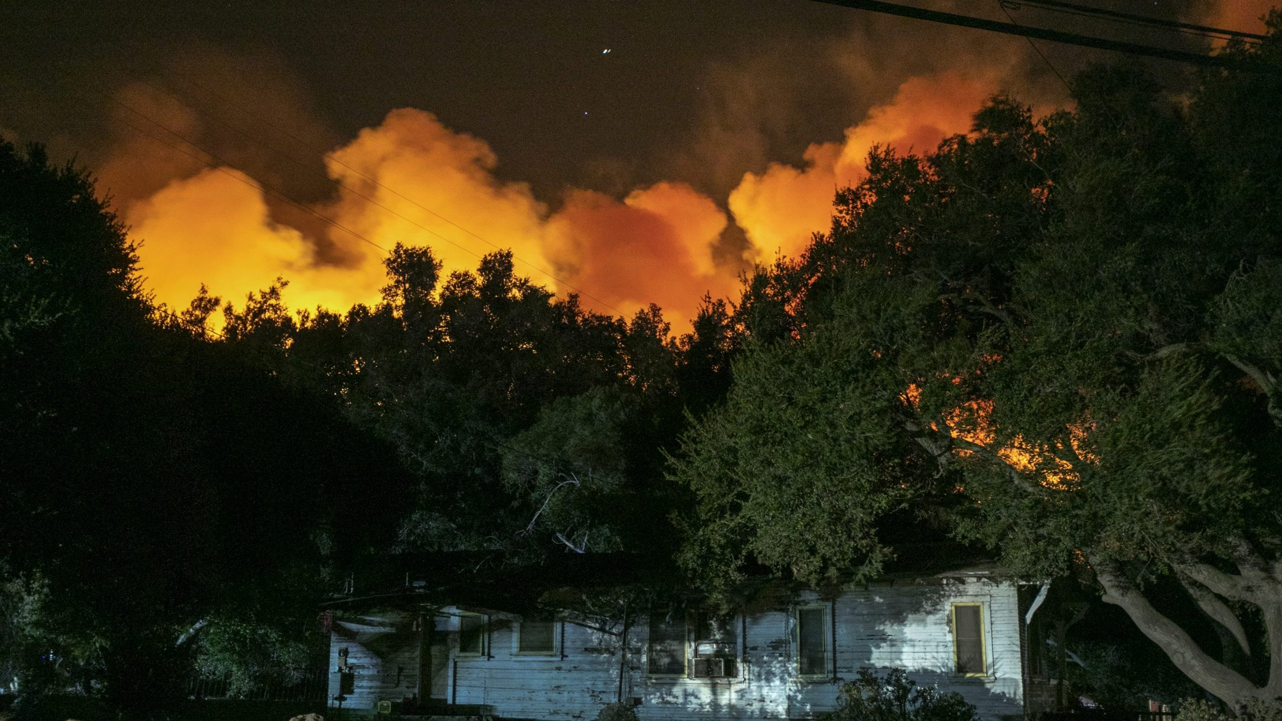 The Maria Fire threatens a home near Somis on Nov. 1, 2019. (Credit: David McNew/Getty Images)