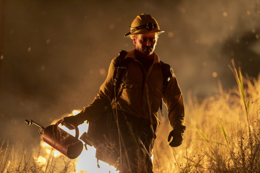 A firefighter uses a drip torch to start a backfire while battling the Maria Fire on Nov. 1, 2019 near Somis. (Credit: David McNew/Getty Images)