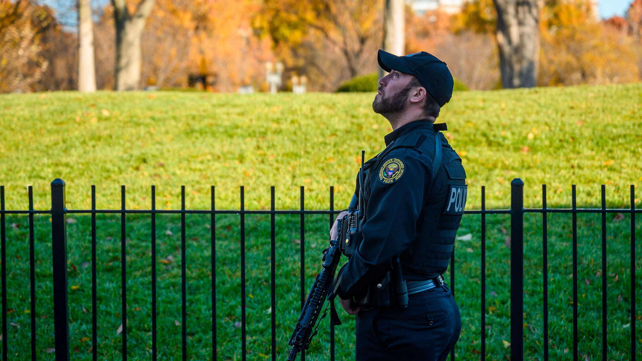 A Secret Service officer patrols the grounds at the White House in Washington, D.C., on Nov. 26, 2019, during an air space violation. (Credit: JIM WATSON/AFP via Getty Images)