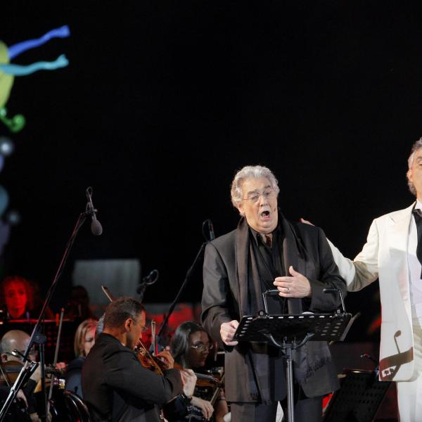Andrea Bocelli and Placido Domingo sing during the annual concert at the Theatre of the Silence on July 18, 2009 in Lajatico a comune of Pisa. (Credit: FABIO MUZZI/AFP via Getty Images)