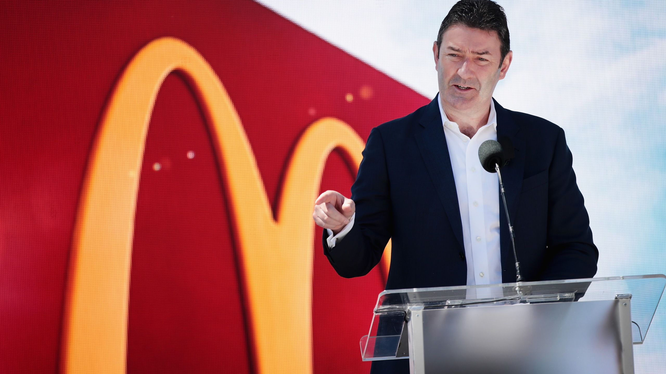 McDonald's CEO Stephen Easterbrook unveils the company's new corporate headquarters during a grand opening ceremony on June 4, 2018, in Chicago, Illinois. (Credit: Scott Olson/Getty Images)