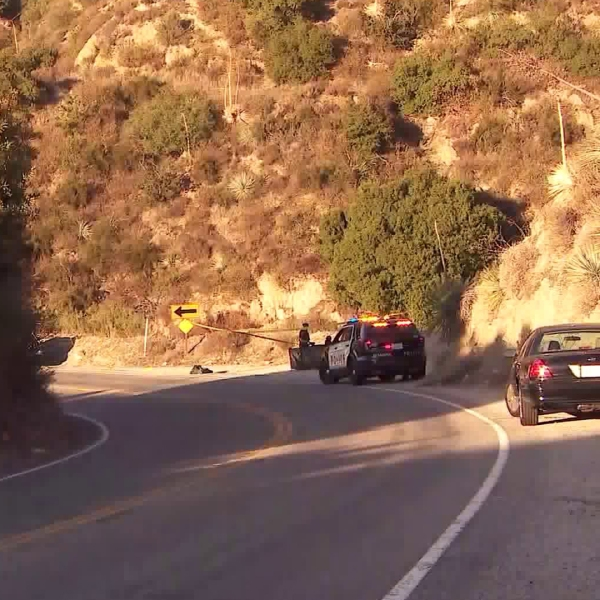 Pasadena police investigate a stretch of the Angeles Crest Highway where a body was found on Nov. 6, 2019. (Credit: KTLA)