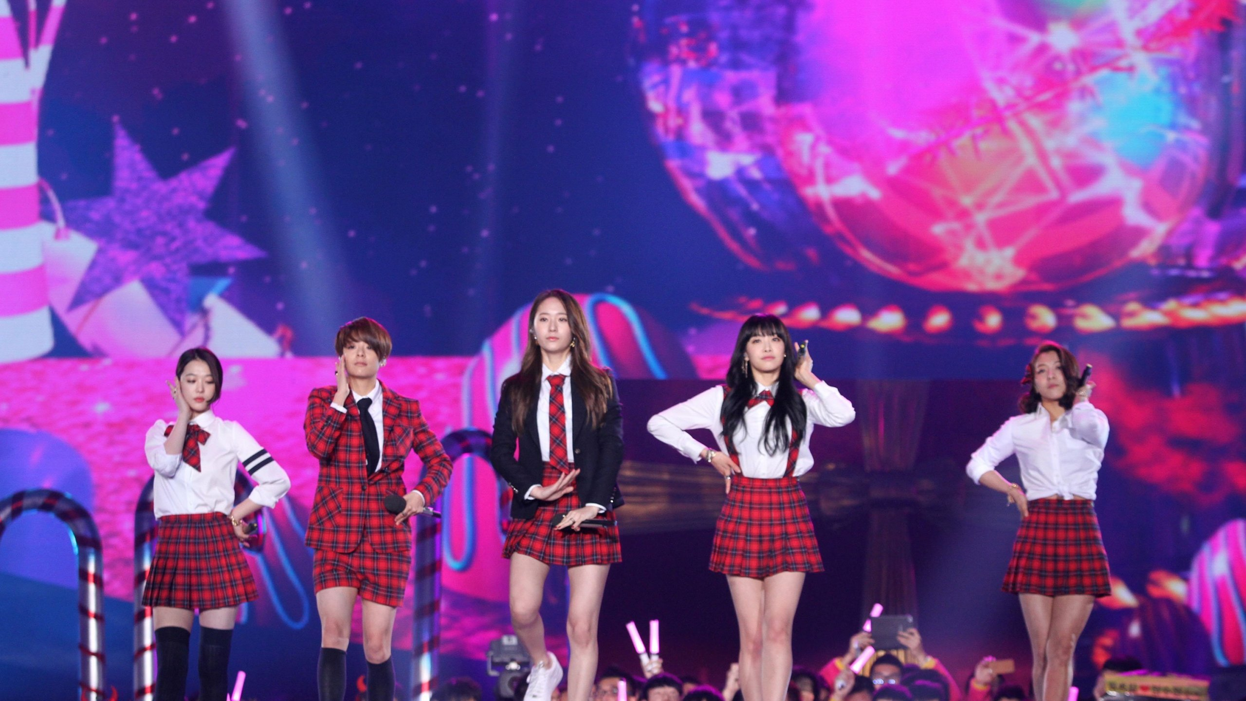 K-pop star Sulli, performs with the band f(x) in this undated photo. (Credit: Visual China Group/Getty Images)