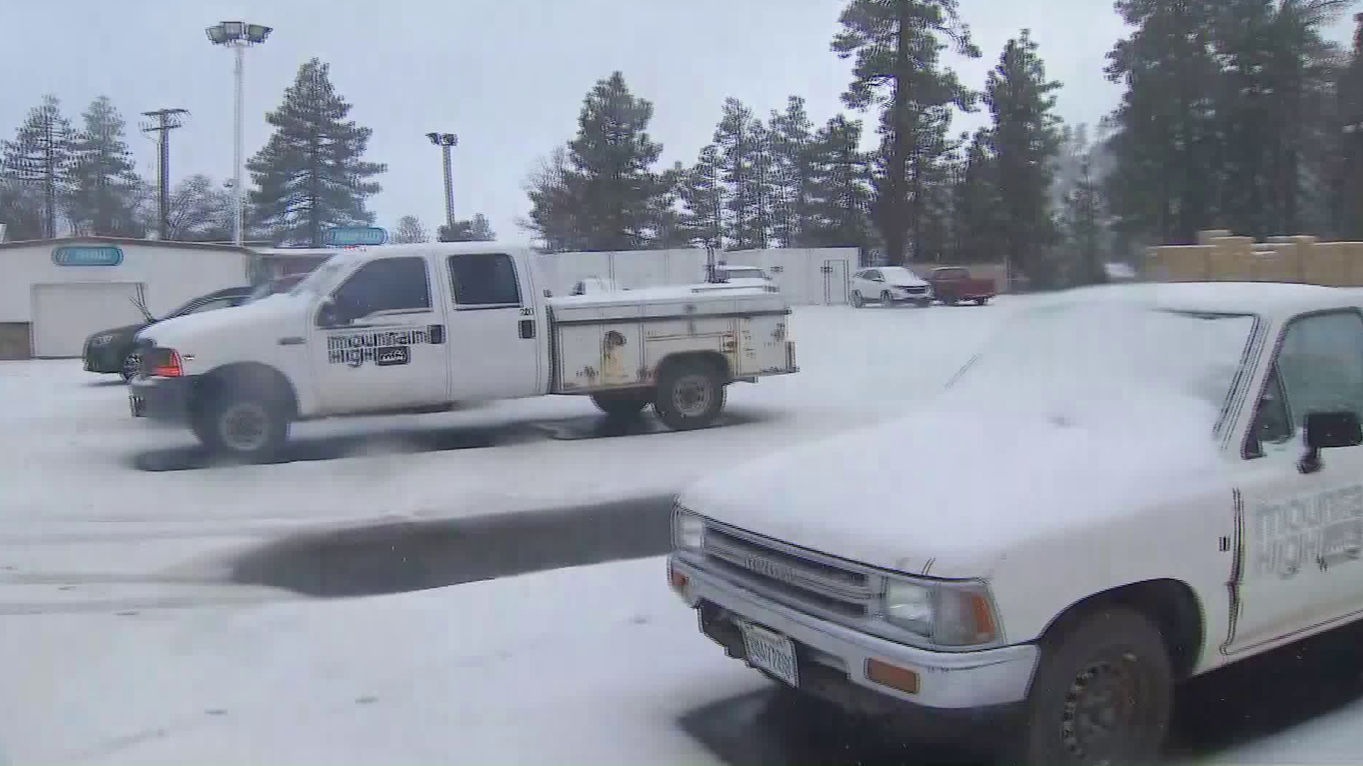 Snow covers vehicles in Mountain High Resort in Wrightwood on Nov. 20, 2019. (Credit: KTLA)
