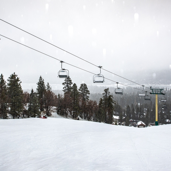 Snow falls on Big Bear on Dec. 4, 2019. (Credit: Big Bear Mountain Resort)