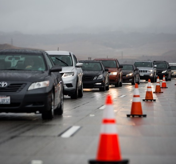 Traffic backs up along northbound Interstate 5 after the Grapevine was closed Thanksgiving morning 2019 amid heavy snow. (Credit: Jason Armond / Los Angeles Times)
