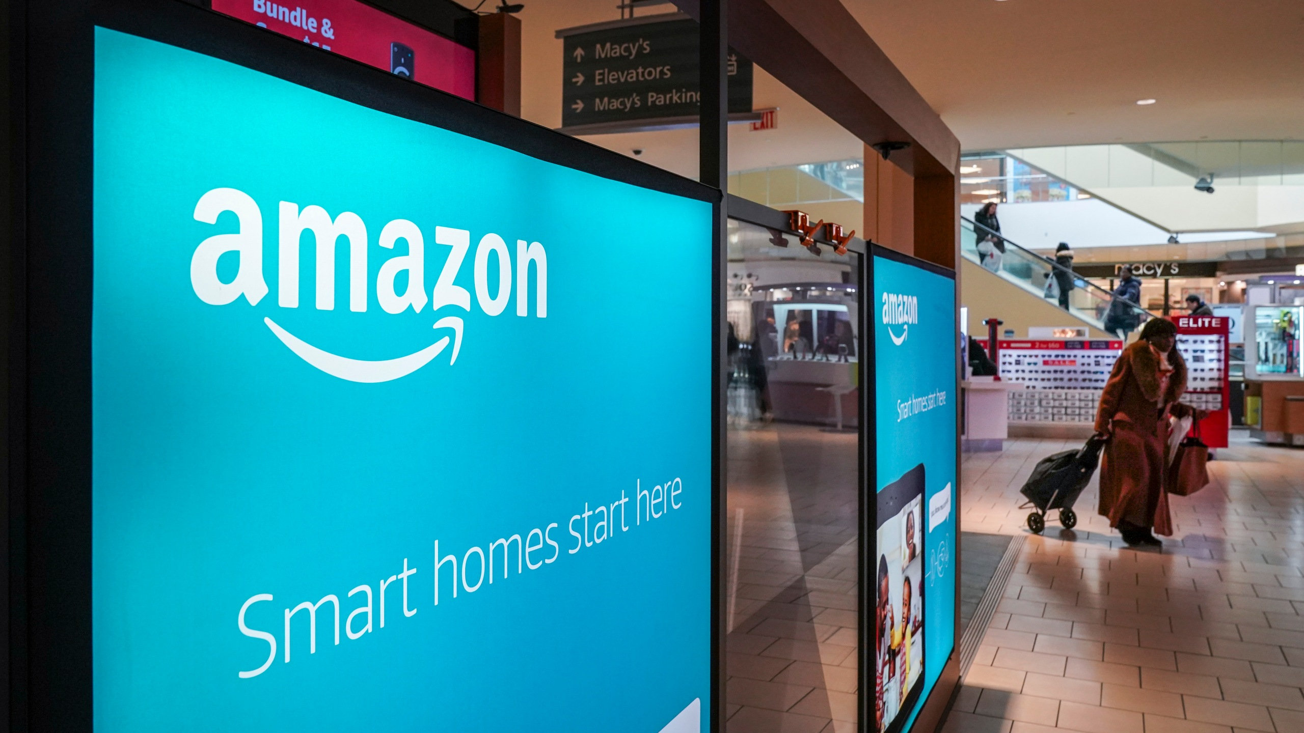 0An Amazon Pop-Up kiosk-style store stands inside the Queens Center Shopping Mall, March 7, 2019 in the Queens borough of New York City. (Credit: Drew Angerer/Getty Images)