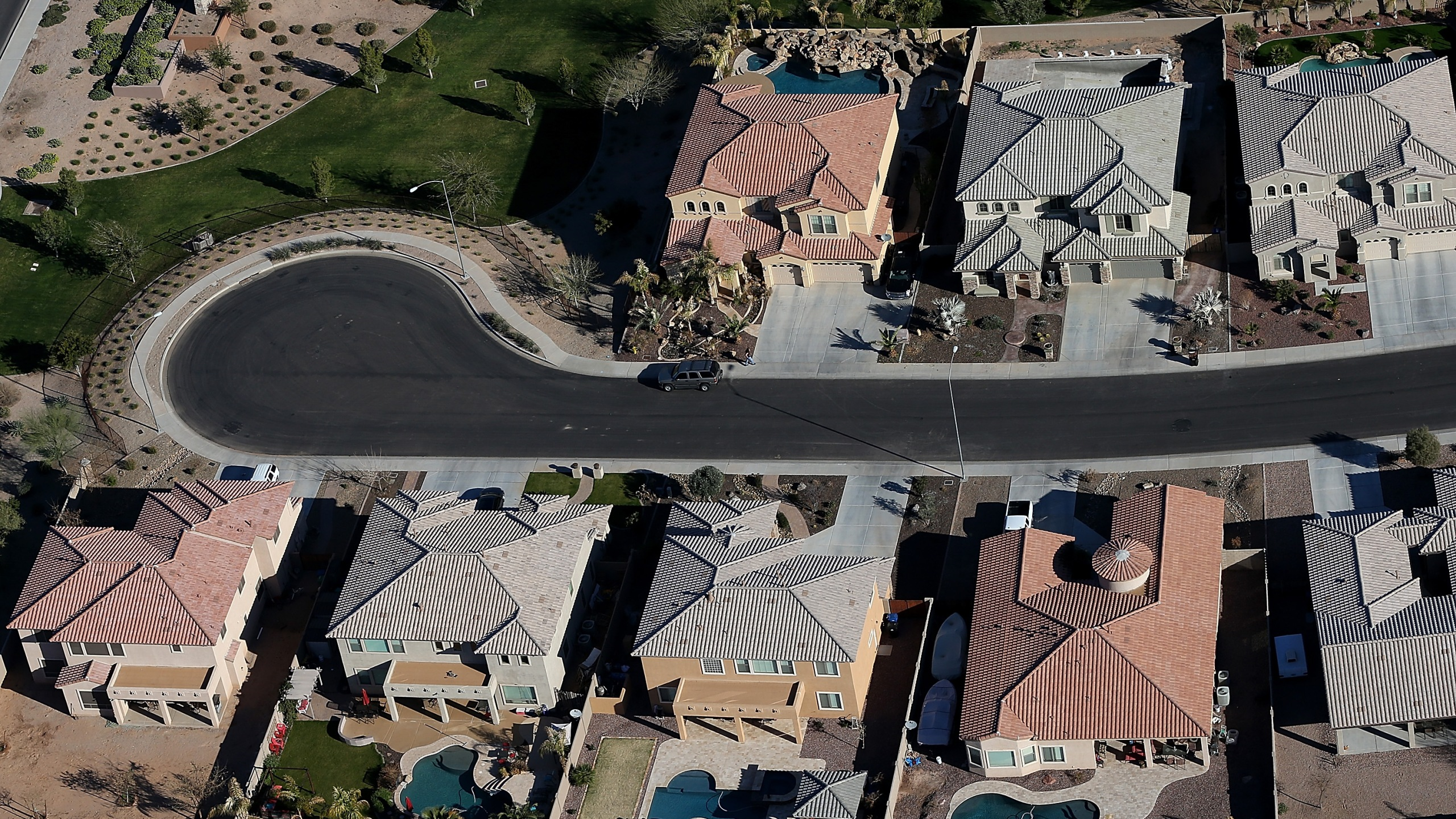Rows of homes stand at a housing development near Phoenix, Arizona, on March 6, 2013. (Credit: Justin Sullivan/Getty Images)
