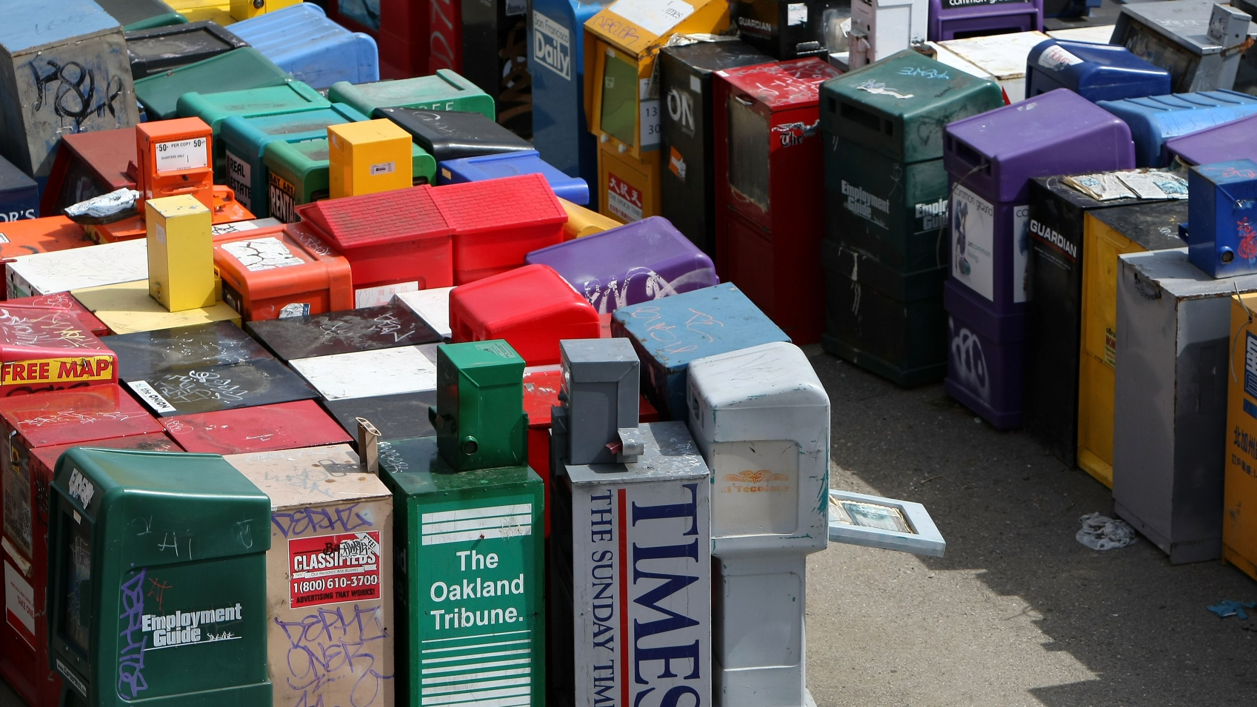 An assortment of newspaper and magazine vending racks sit in an empty lot March 18, 2009 in San Francisco. (Credit: Justin Sullivan/Getty Images)