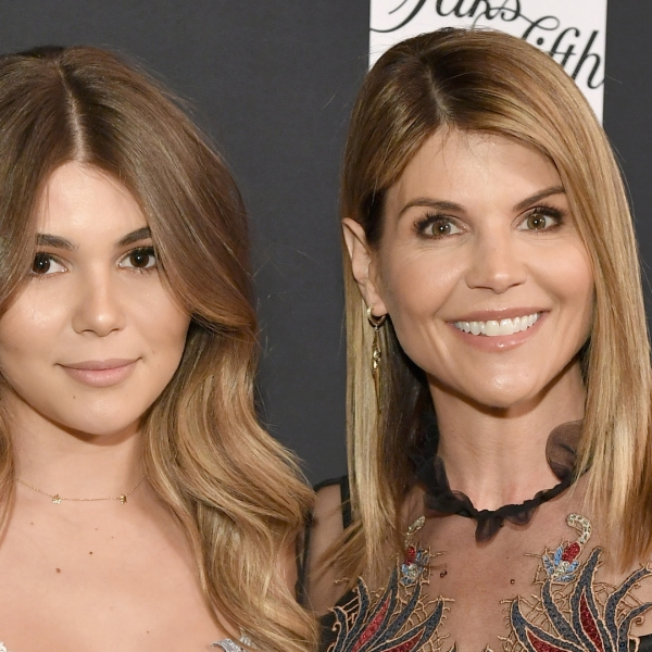 """Olivia Giannulli and Lori Loughlin attend WCRF's """"An Unforgettable Evening"""" on Feb. 27, 2018. (Credit: Neilson Barnard/Getty)"""