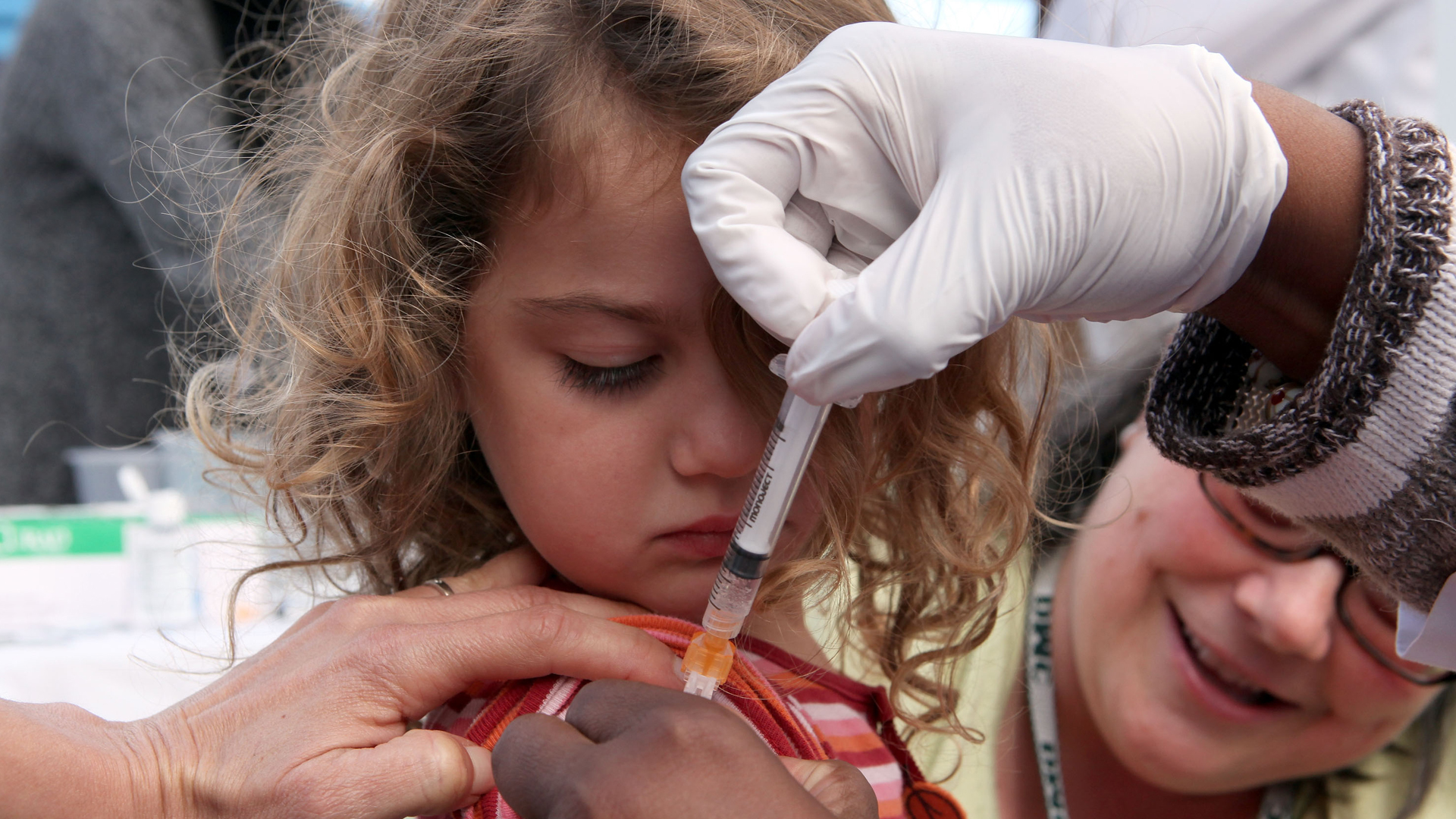 A three year-old receives an H1N1 vaccination at a medical center on Nov. 5, 2009, in San Pablo, California. (Credit: Justin Sullivan/Getty Images)