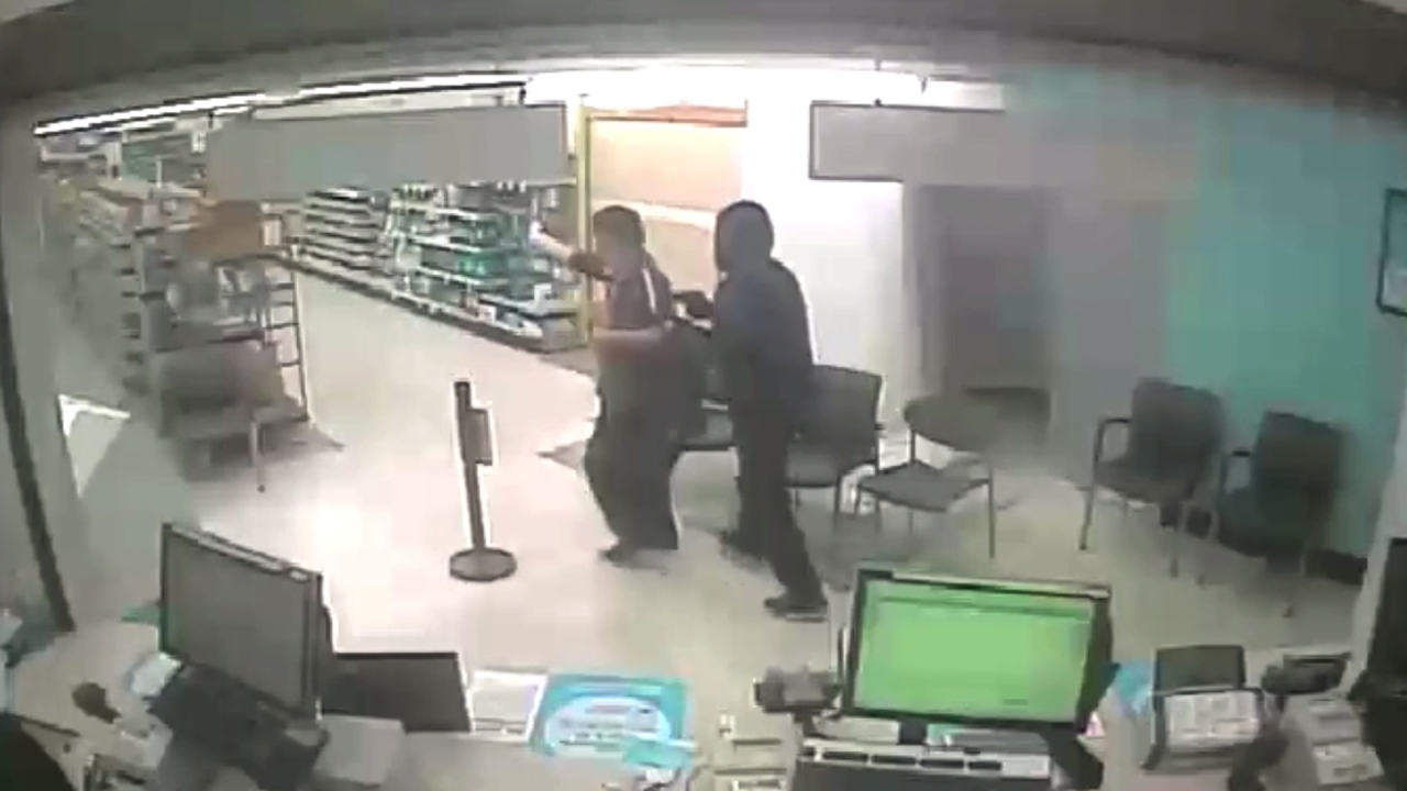 Andres Guardado Video Porno 5 sought in walgreens armed robbery after ditching car