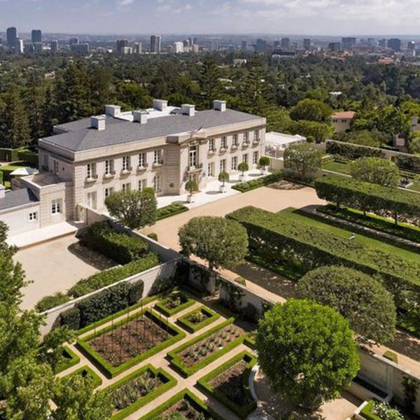 "Chartwell, also known as ""The Beverly Hillbillies"" . mansion, appears in a photo from realtor.com."