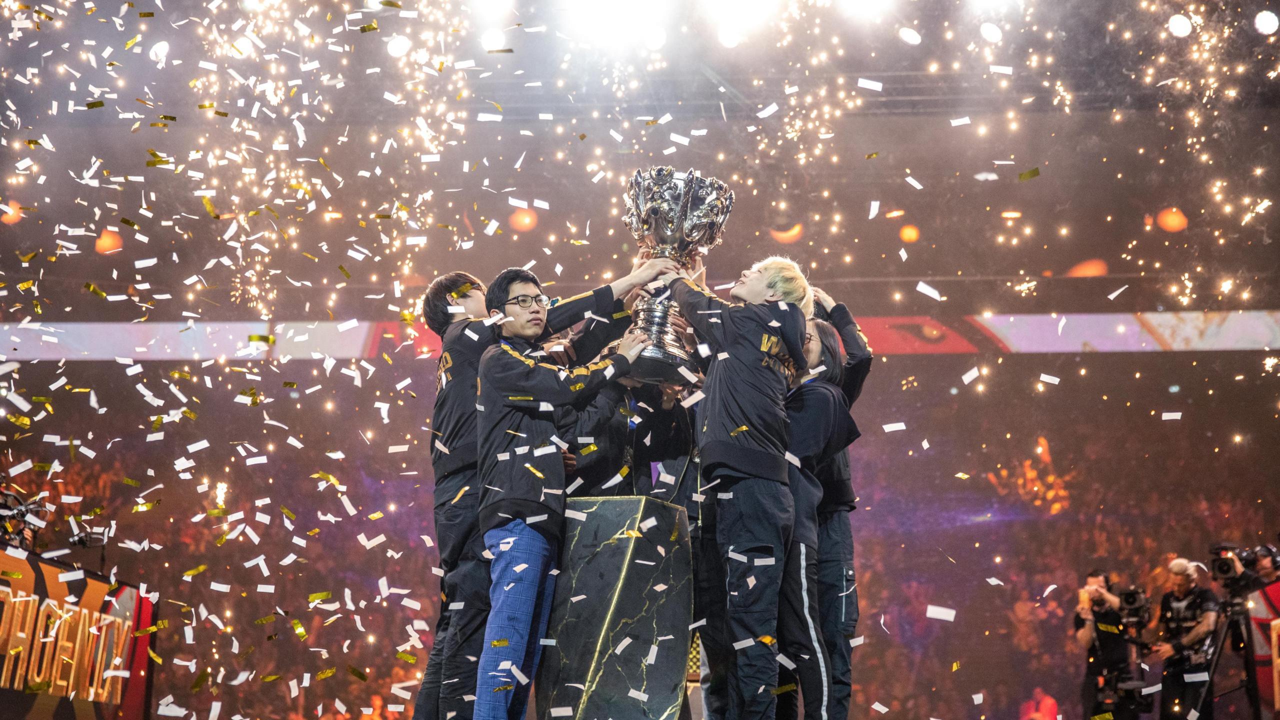 FunPlus Phoenix win League of Legends Summoner's Cup in 2019.