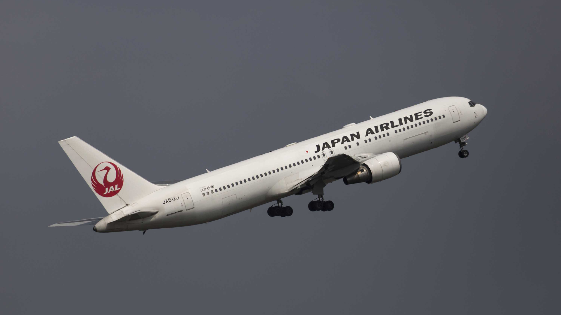 A Japan Airlines Co. aircraft takes off at Haneda Airport ahead of Golden Week, on April 21, 2019 in Tokyo, Japan. (Credit: Tomohiro Ohsumi/Getty Images)