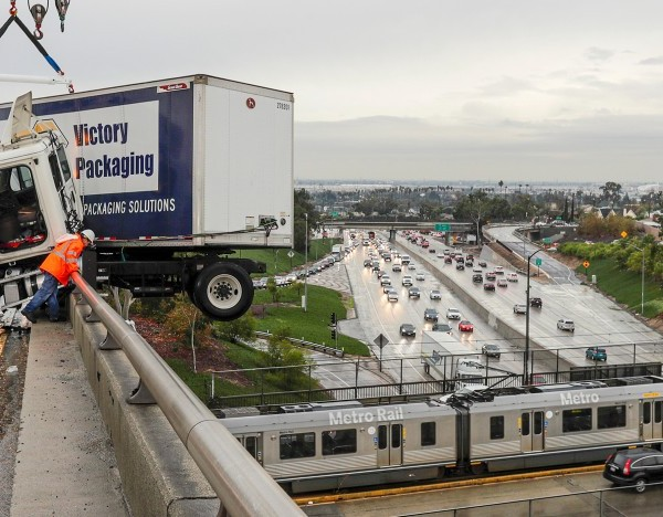A big rig hangs over a ramp connecting the 710 and 60 freeways in East Los Angeles amid rain on Dec. 4, 2019. (Credit: Irfan Khan/Los Angeles Times)