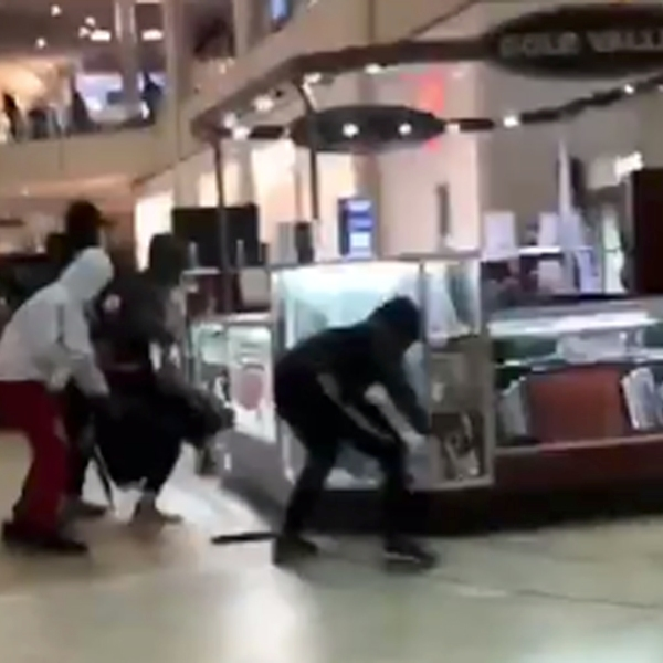 A group of robbers caused a panic when they smashed open display cases with hammers at the Shops at Montebello on Dec. 23, 2019. (Credit: Sebastian Molina)