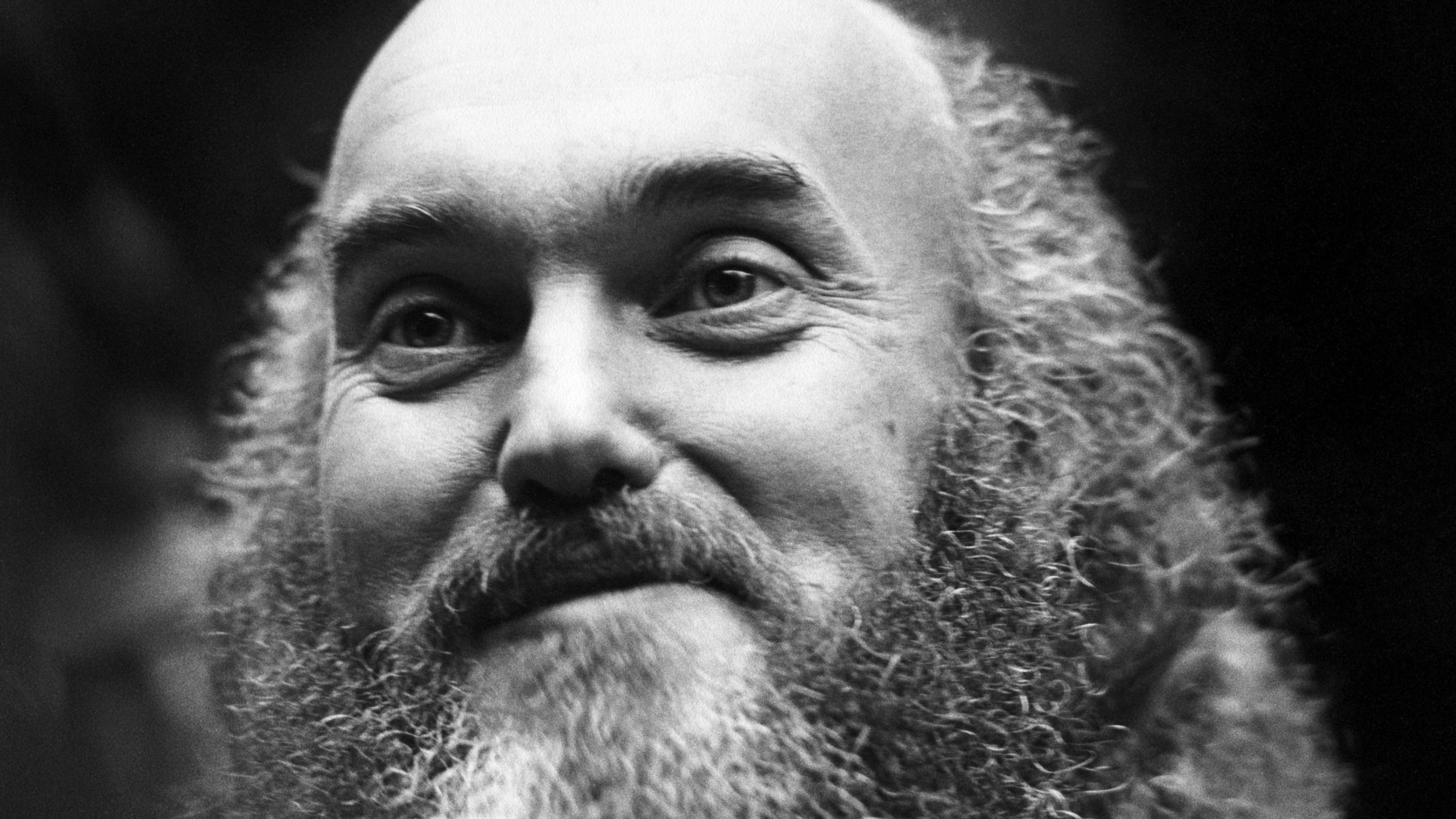 Baba Ram Dass, psychedelic research pioneer, best-selling author and New Age guru who extolled the virtues of mindfulness and grace, has died. He was 88. (Credit: Robert Altman/Michael Ochs Archives/Getty Images via CNN Wire)