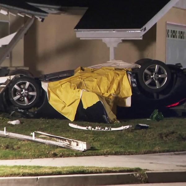 Officials investigate a fatal crash in Simi Valley on Dec. 10, 2019. (Credit: KTLA)