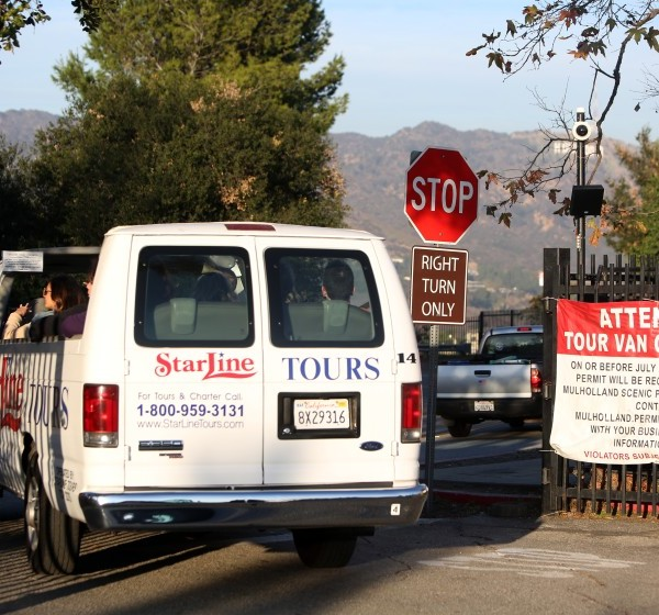 A StarLine tour van exits a scenic point along Mulholland Drive in December 2019. (Credit: Dania Maxwell / Los Angeles Times)