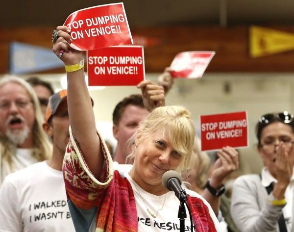 Venice resident Dara Lasky, center, voices her opposition during a 2018 town hall about plans to put a homeless shelter on a vacant lot. (Credit: Mel Melcon / Los Angeles Times)