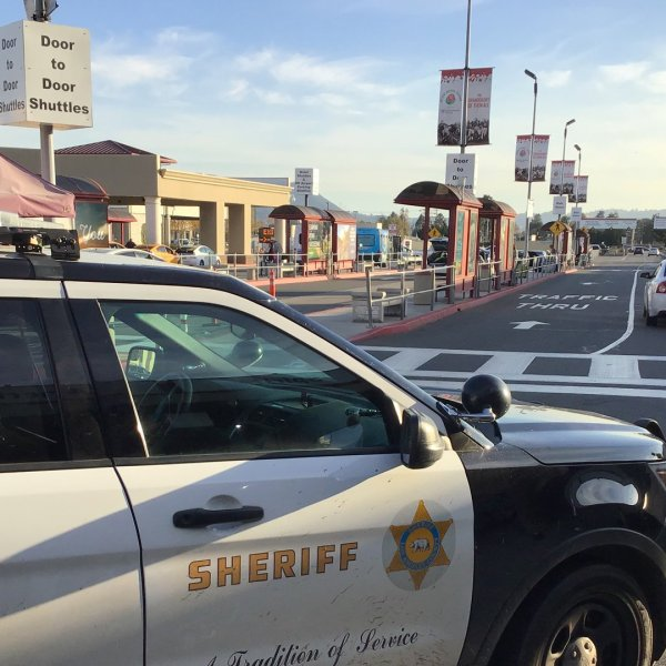 Police and sheriff's deputies arrested a kidnapping suspect and recovered two abducted children as the suspect awaited an out-of-state flight at the Hollywood Burbank Airport on Jan. 4, 2019. (Credit: Los Angeles County Sheriff's Department)