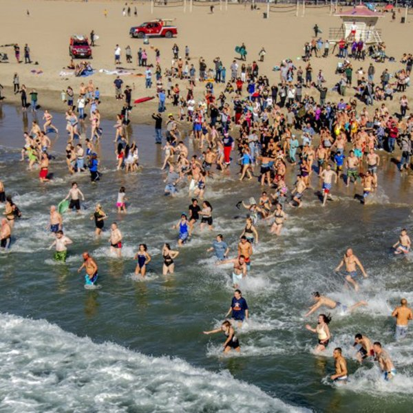 New Year's Day revelers run into the Pacific Ocean in Huntington Beach.(Credit: Spencer Grant/Los Angeles Times)