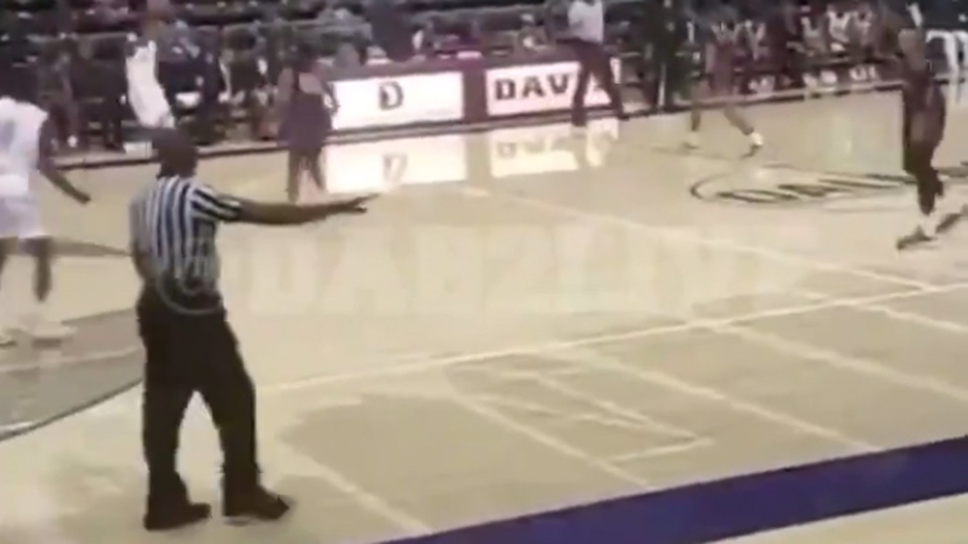 Gunfire broke out during a high school basketball game in Dallas on Jan. 11, 2010. (Credit: @DAB2LIVE via Twitter)