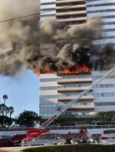 A fire erupted at Barrington Plaza on Jan. 29, 2020. (Credit: Adam Stillman)