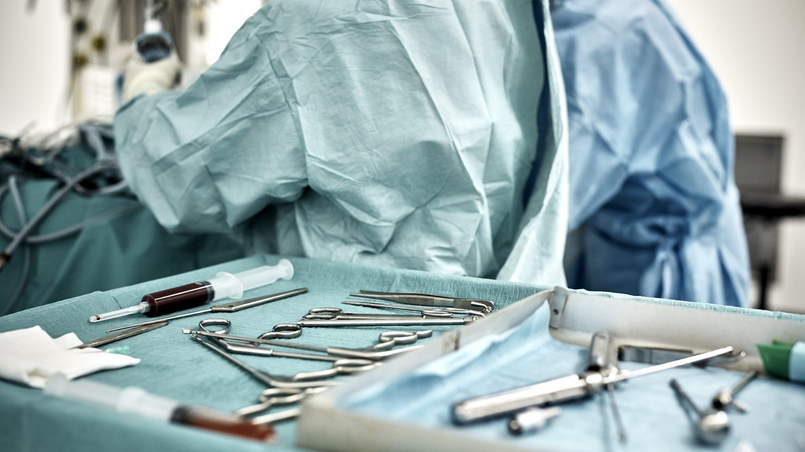 This file photo shows surgical equipment in tray on table. (Credit: Getty Images)