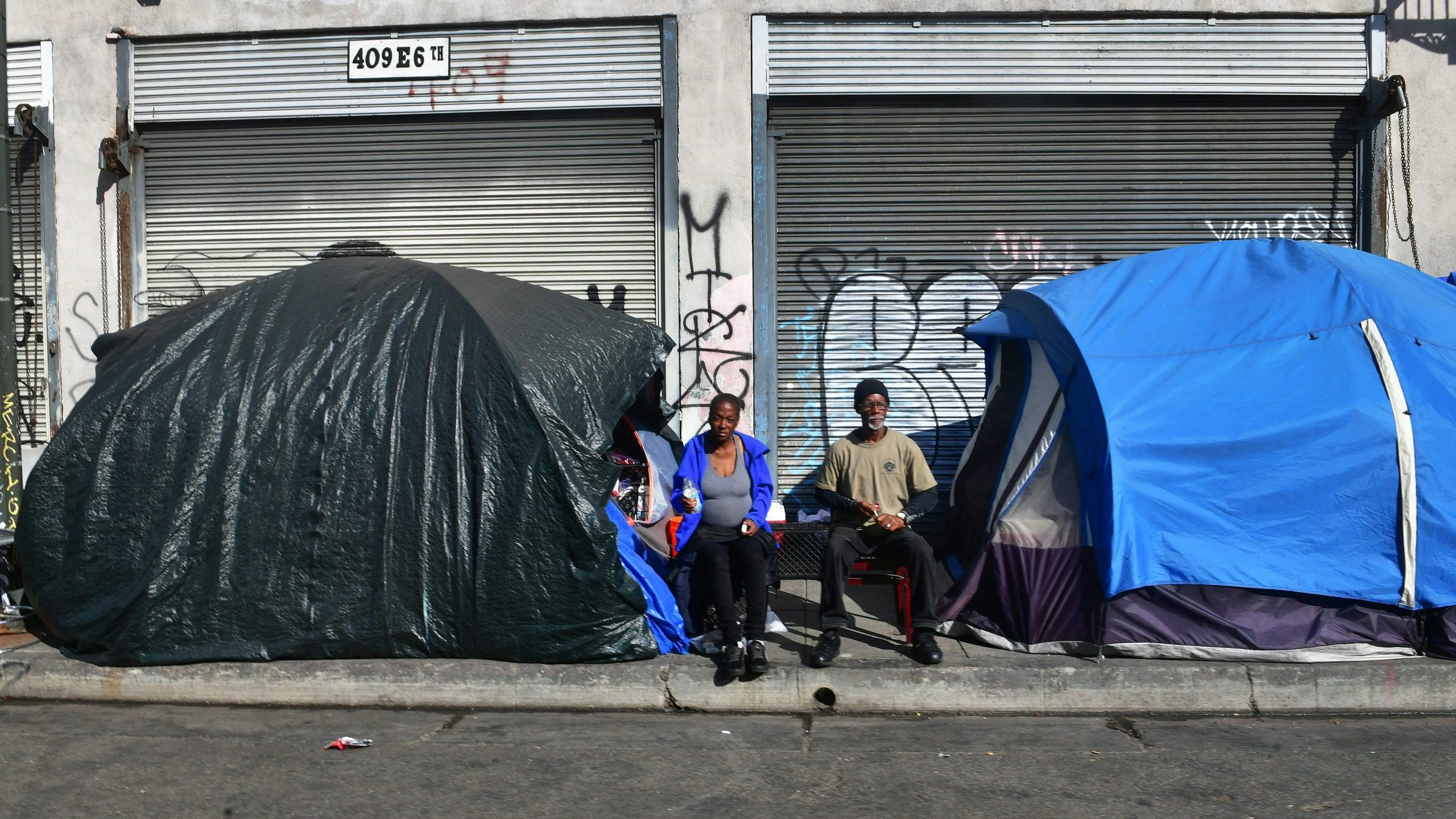 Tents for the homeless line a sidewalk in Los Angeles on Dec. 17, 2019. (Credit: Frederic J. Brown/AFP via Getty Images)