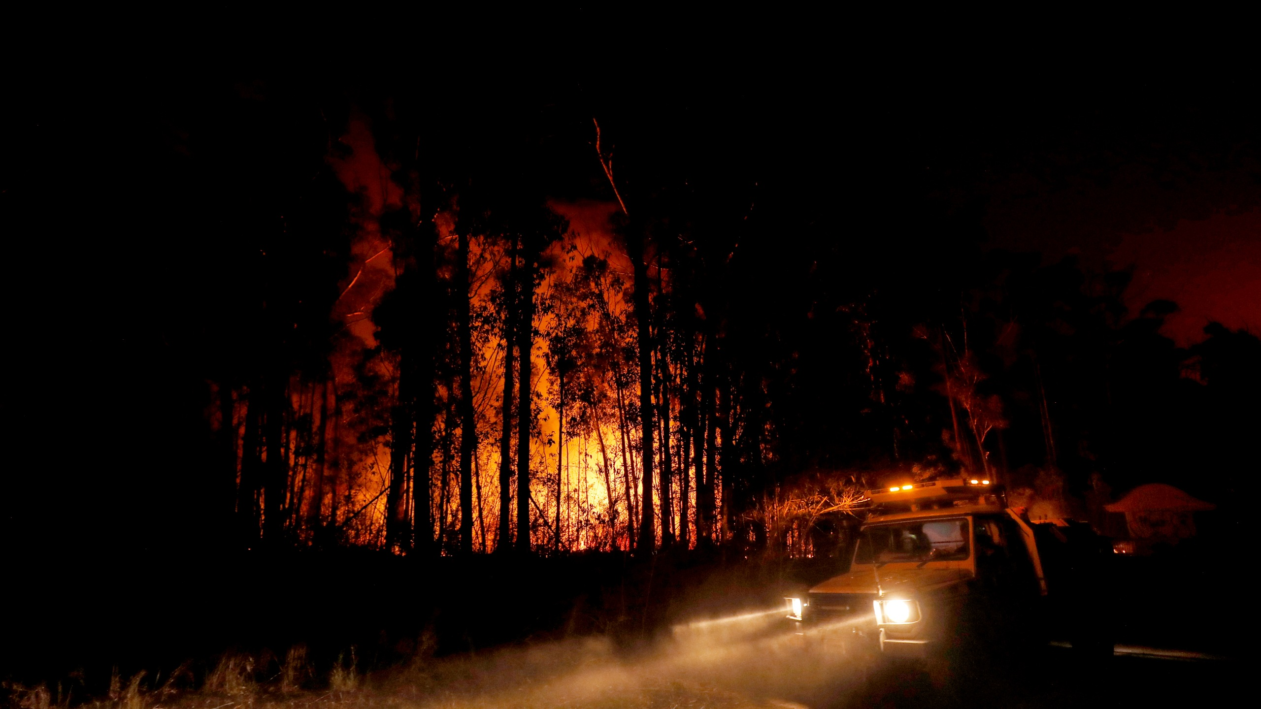Crews monitor fires and begin back burns between the towns of Orbost and Lakes Entrance on January 2, 2020, in Australia.(Credit: Darrian Traynor/Getty Images)