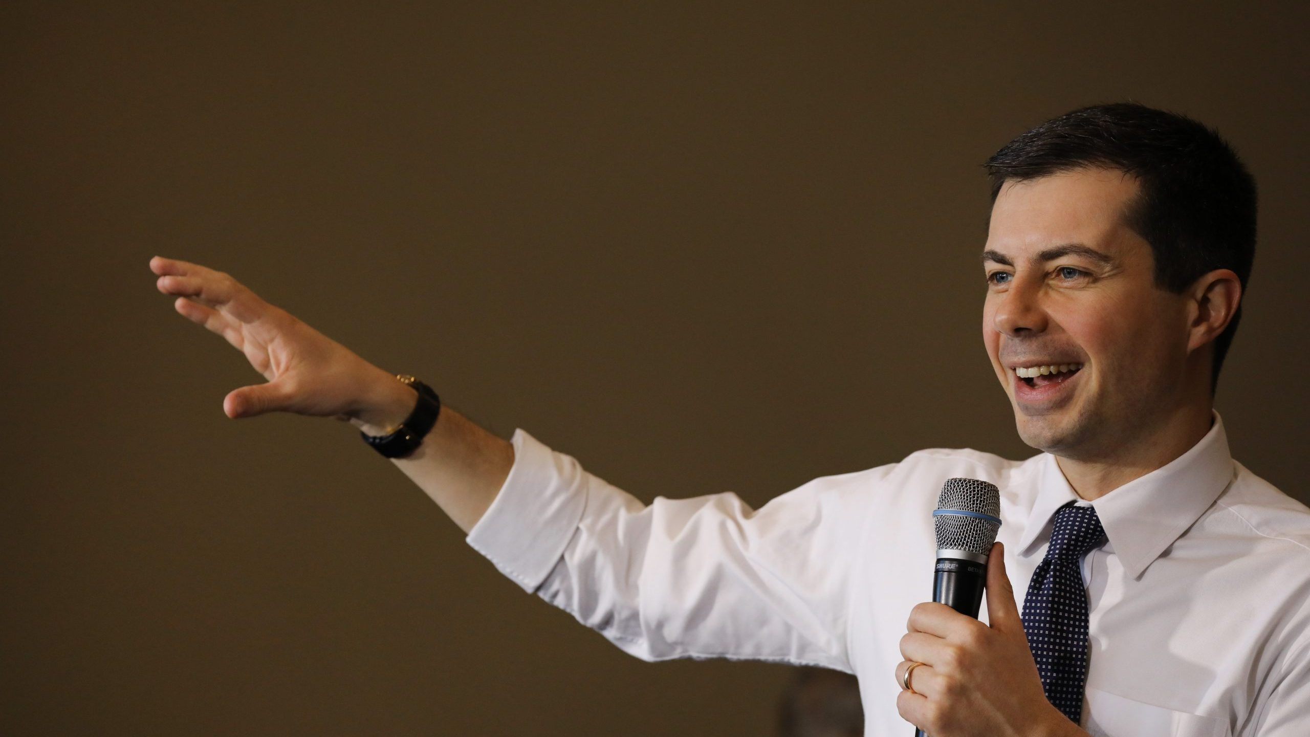Democratic presidential candidate Pete Buttigieg makes a campaign stop at the Ed and Betty Wilcox Performing Arts Center on Jan. 16, 2020, in Algona, Iowa. (Credit: Spencer Platt/Getty Images)