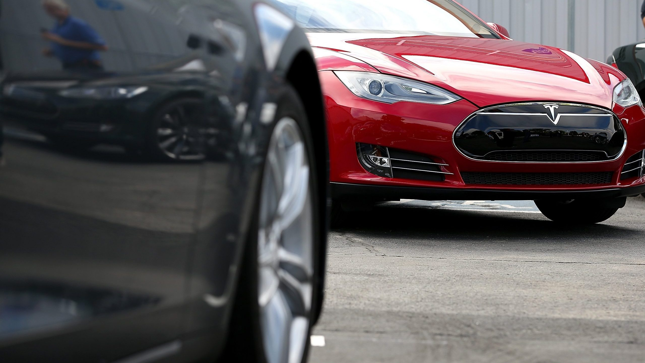 Tesla Model S sedans are seen parked in front of the Tesla Factory on Aug. 16, 2013 in Fremont. (Credit: Justin Sullivan/Getty Images)