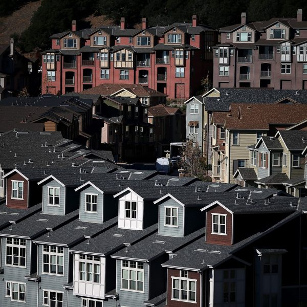 Rows of new homes line a street in a housing development on Dec. 4, 2013 in Oakland. (Credit: Justin Sullivan/Getty Images)